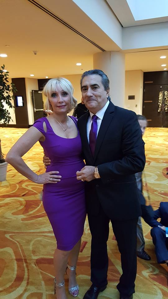 Jorge-Quinn-Evento-con-Esposa-en-Los-Angeles-California