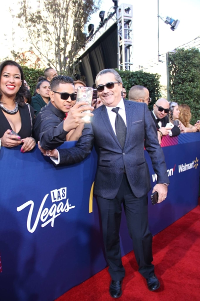 Jorge-Quinn-Selfie-Red-Carpet_opt