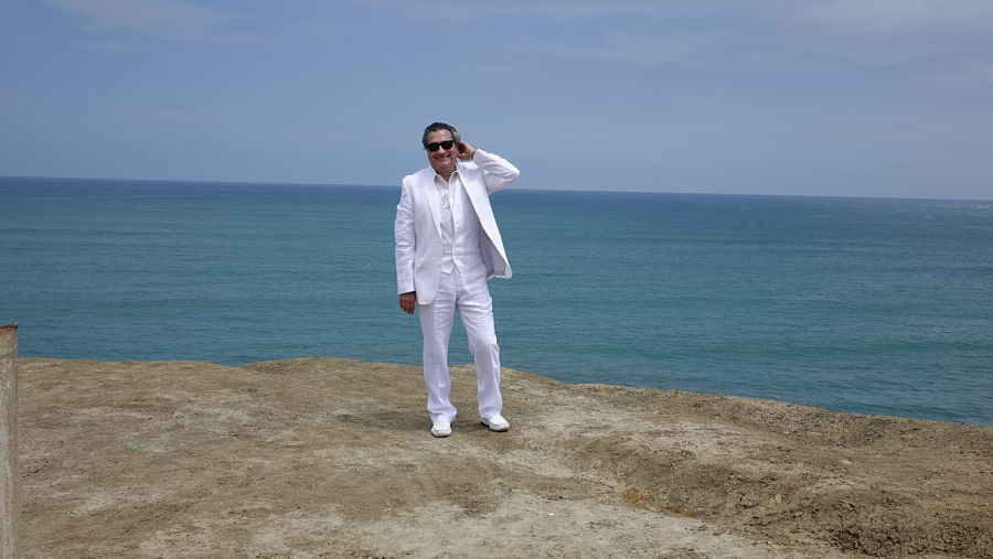 Jorge-Quinn-in-White-Suit
